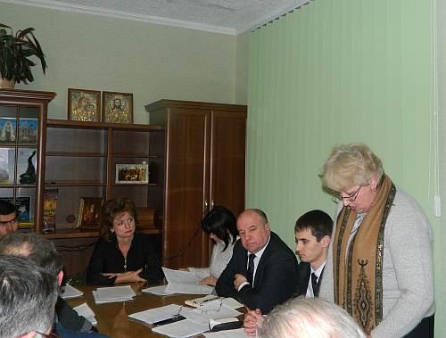 Гости из области и района. Рабочий момент сессии. Докладывает О.Н.Крупа